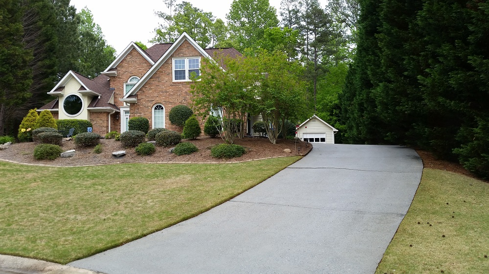 Professional pressure washing & driveway cleaning in Peachtree City, Ga